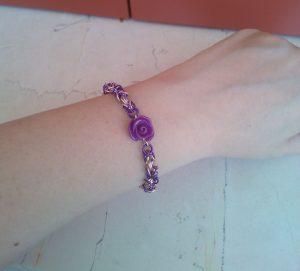 Bracciale-bizantino-con-rosa-indossato