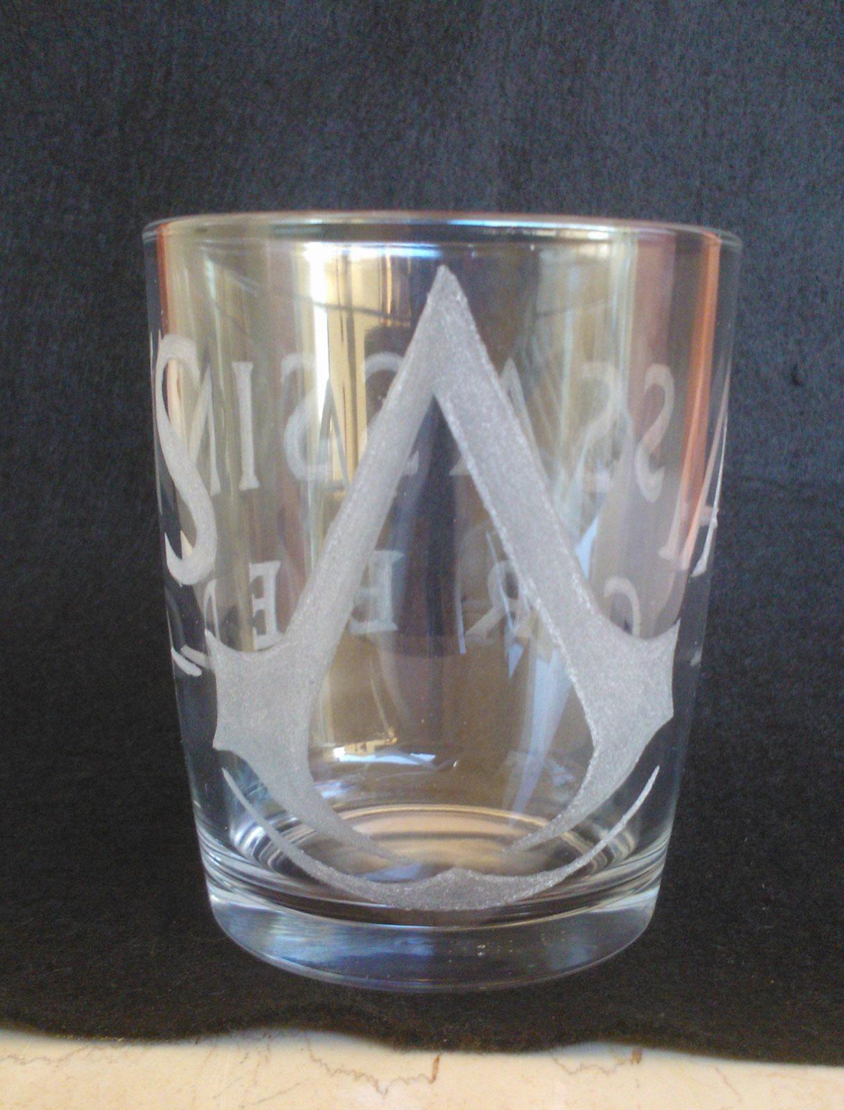 bicchiere-incisione-sul-vetro-assassins-creed