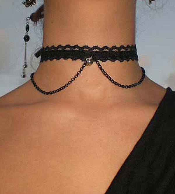Collarino gotico con sonaglio e catenina
