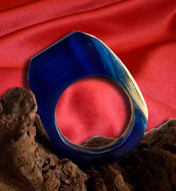 anello blu resina e legno