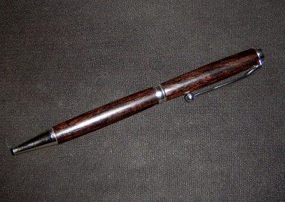 Penna in legno nero